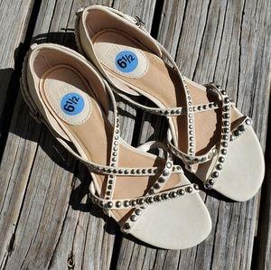 Frye Margot Strappy Studded White Beige Sandal 6.5
